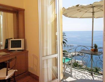 hotel continental ligurien italien. Black Bedroom Furniture Sets. Home Design Ideas