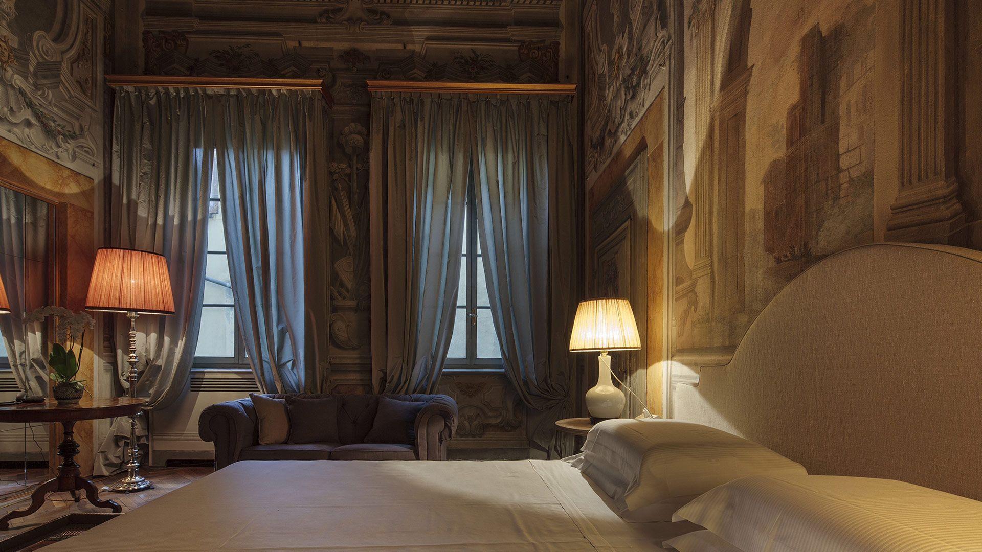 Dating antika franska möbler Kristen dating sätt att berätta om han är en