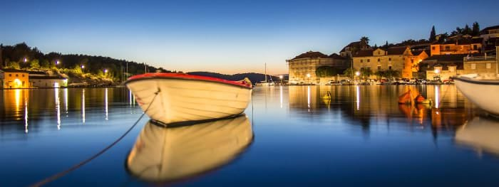 Idyllische Häfen und Buchten an der dalmatinischen Küste